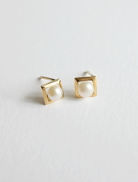14k gold Square Pearl Earring