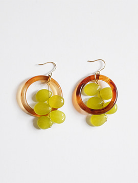 A bunch of grapes Earring